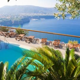 המלון מול מפרץ נאפולי
